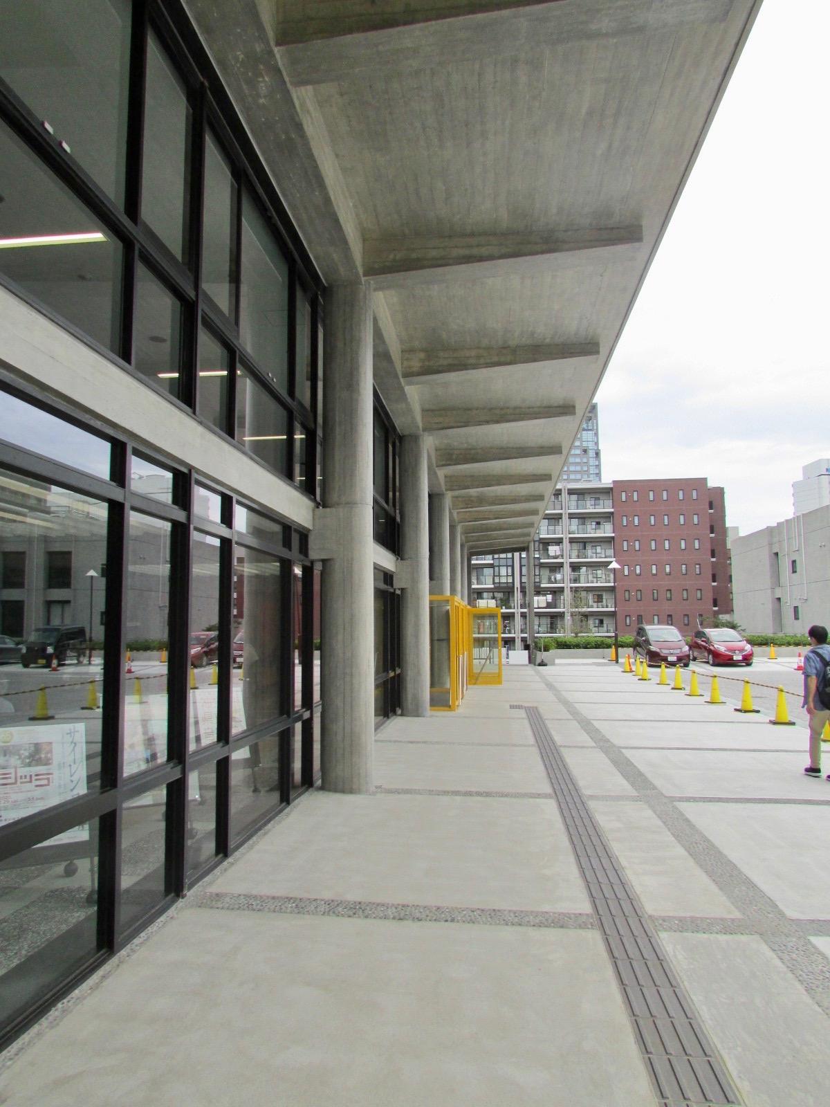 神奈川県立音楽堂入口