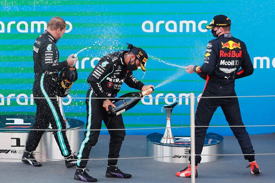 2020年スペインGP シャンパンファイトを楽しむトップ3ドライバー