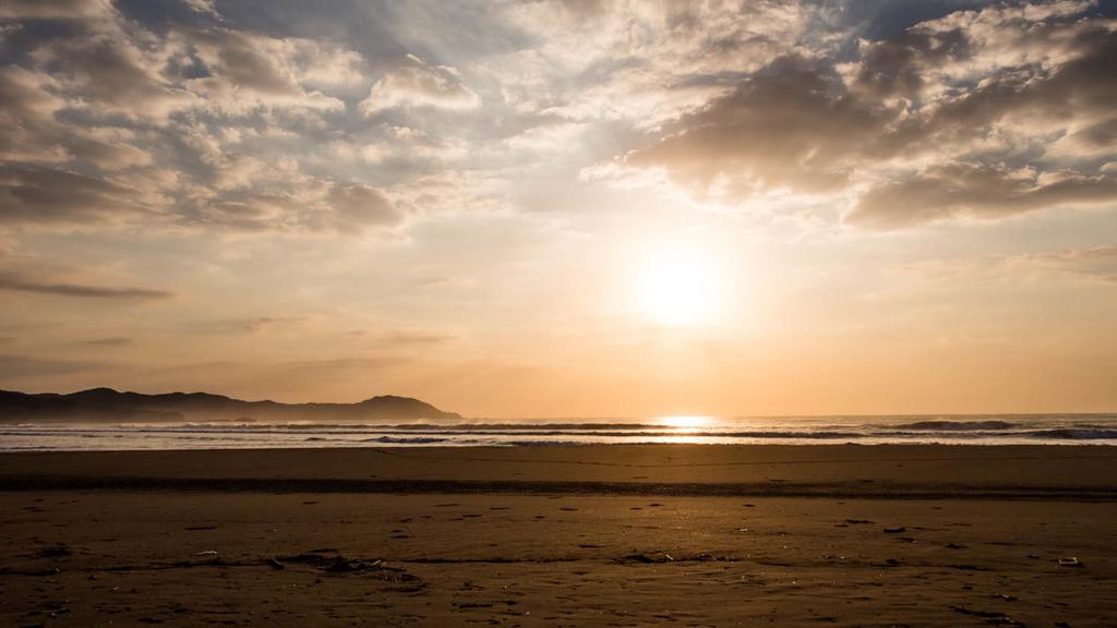 入野海岸の朝日