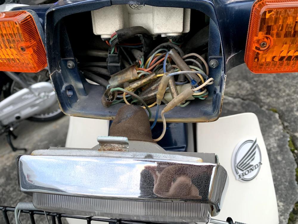 スーパーカブ 90カスタムのヘッドライトバルブ交換