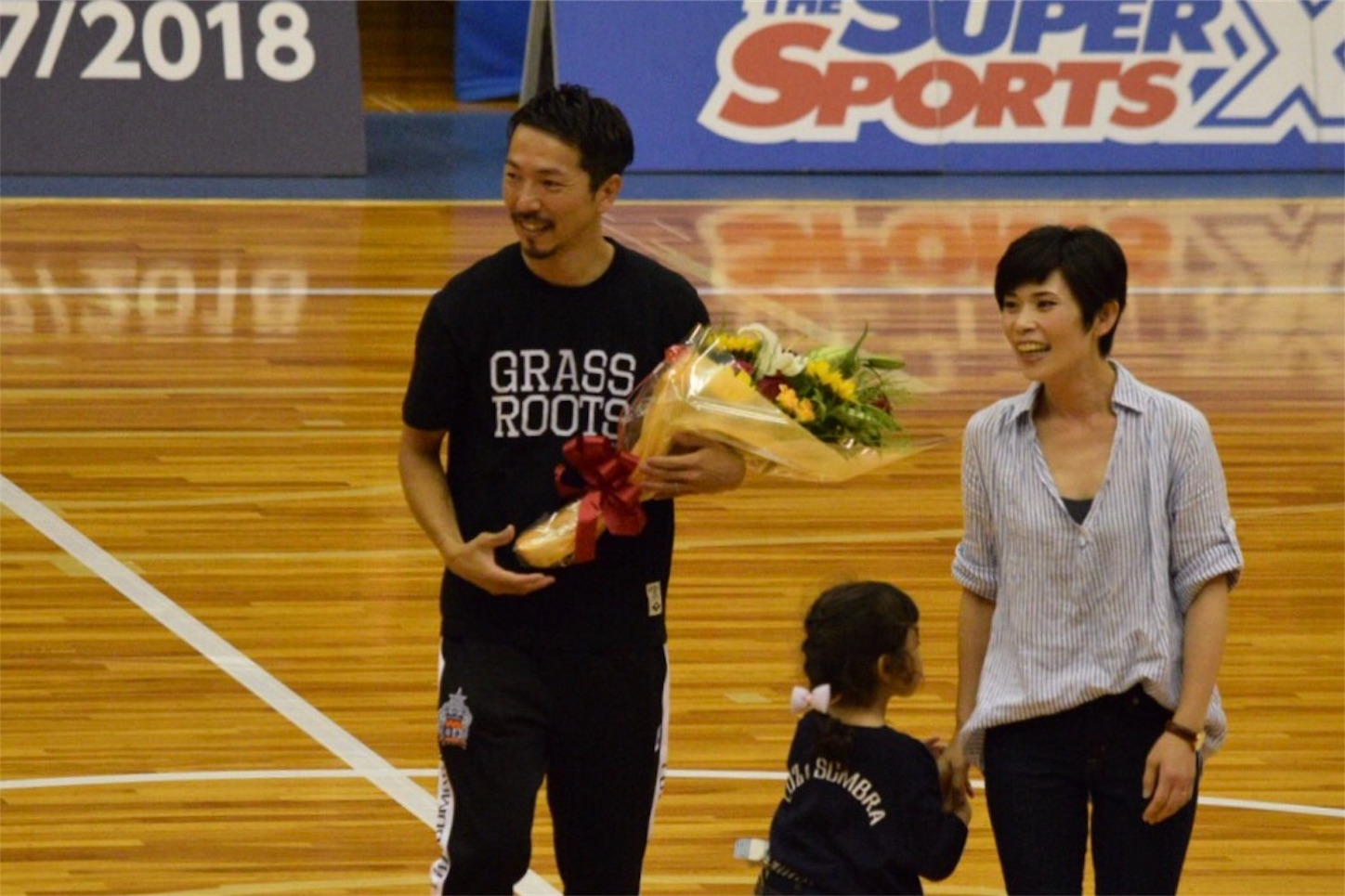アグレミーナ浜松ホーム開幕戦でファンに引退報告をした曽根田盛将氏