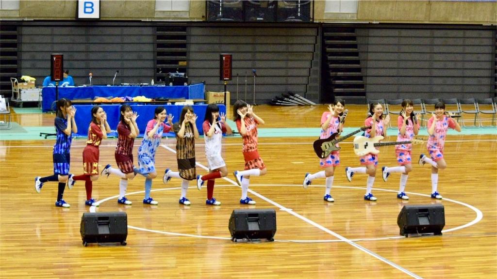 日本女子フットサルリーグ公式アンバサダーの「たけやま3.5 」と公式応援ガール