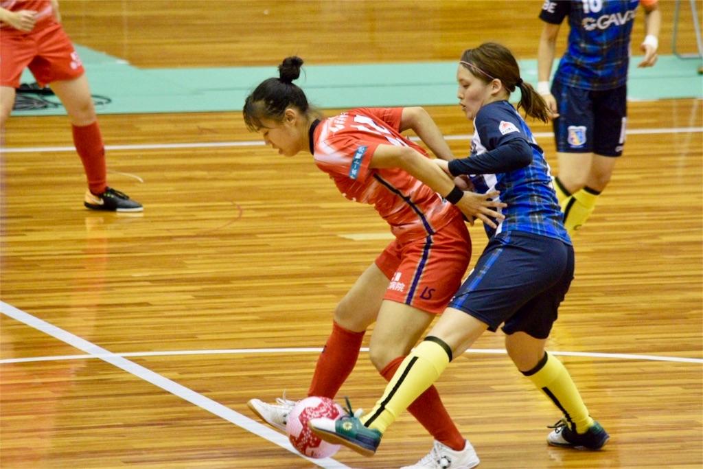 激しくボールを取り合う福井丸岡RUCK 山川里佳子とアルコイリス神戸の平井佑果