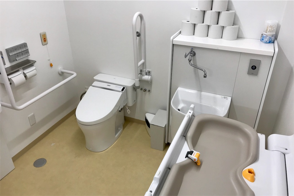 アリーナ立川立飛の多目的トイレ