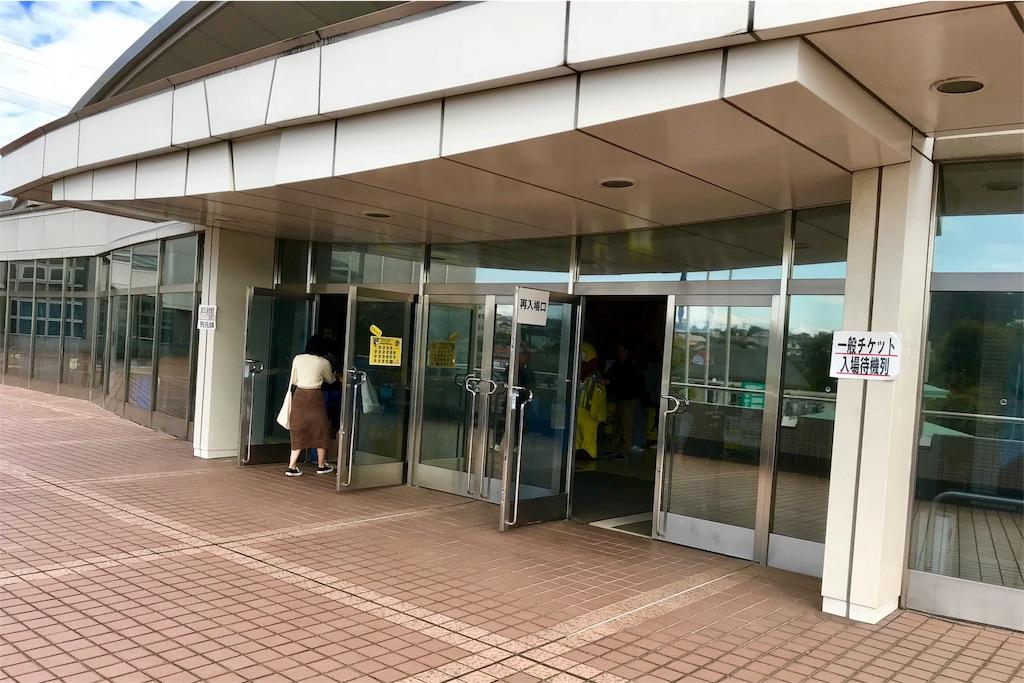 町田市立総合体育館の2階エントランス