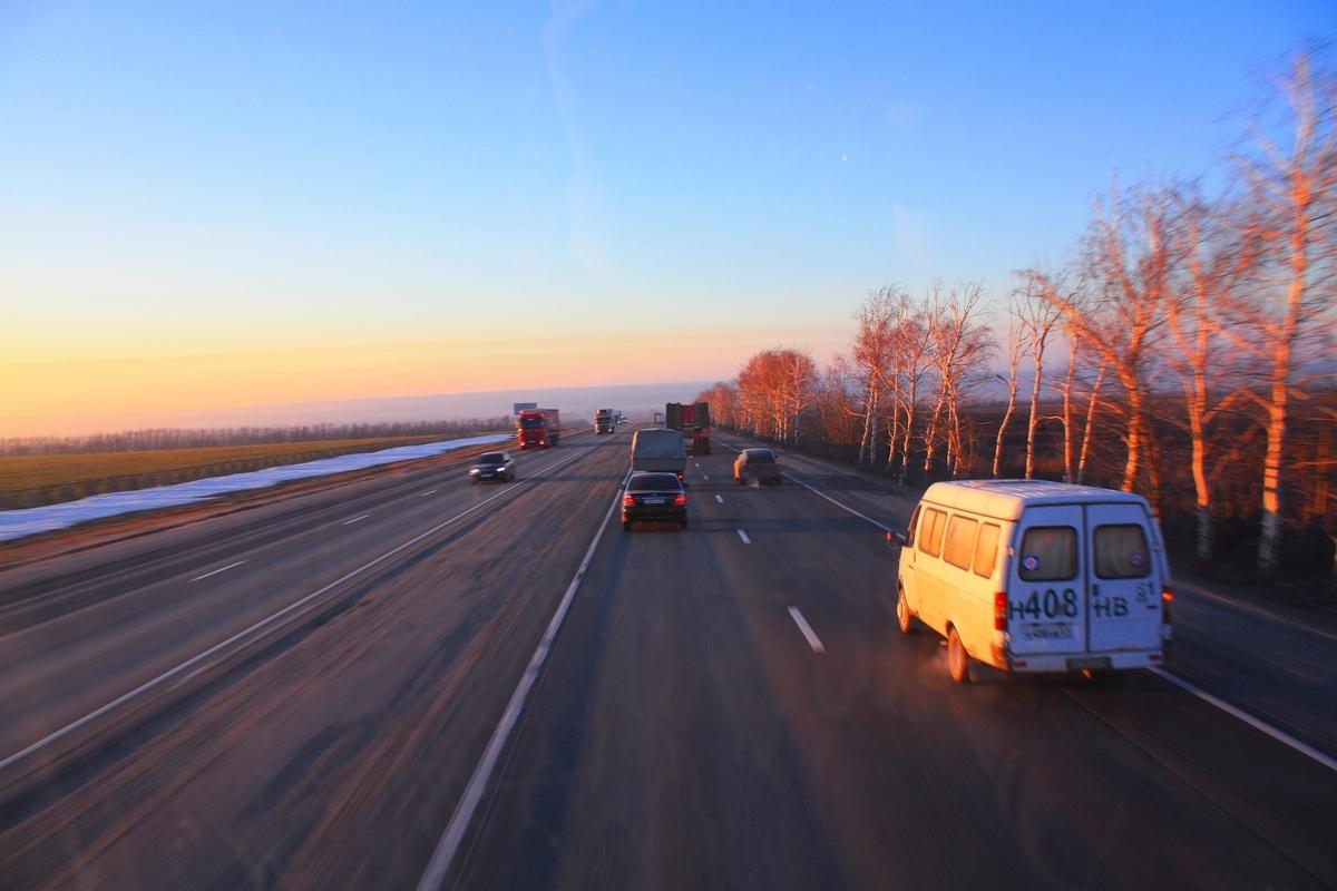 キャンピングカー 安全運転 高速道路 スピード 車間距離 注意