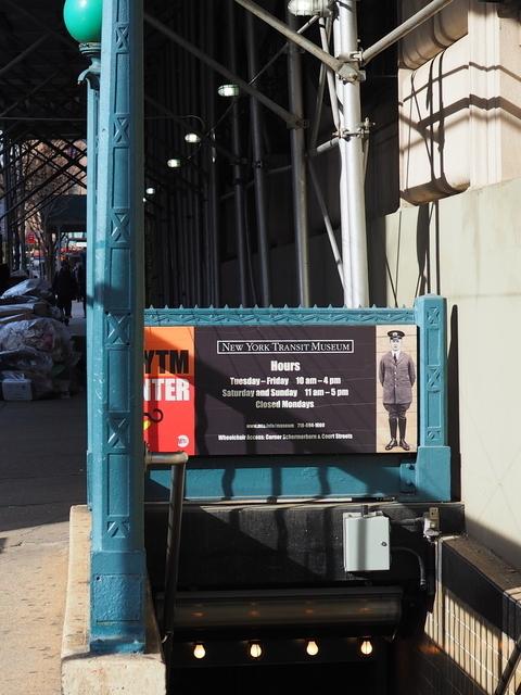 ニューヨーク交通博物館入り口