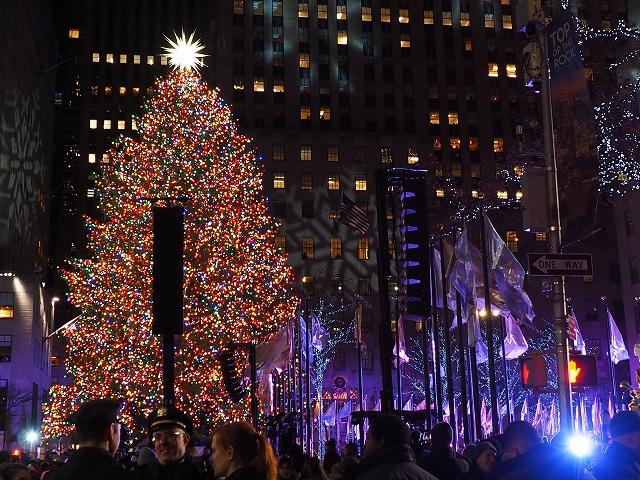 2018年ロックフェラーセンターのクリスマスツリーの点灯式1