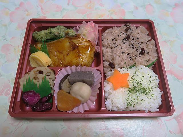 奈可嶋膳【赤飯・メロ照】