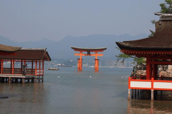 厳島神社 鳥居 満潮時