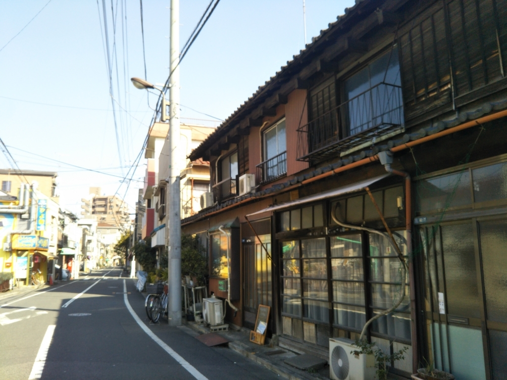 墨田区京島の長屋は東京大空襲で焼け残った地域だから残る風景。春に取り壊される予定。