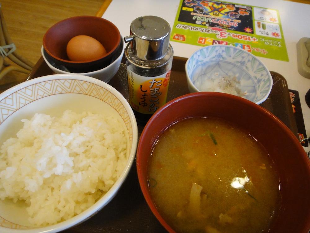 2012すき家 とん汁たまごかけごはん朝食