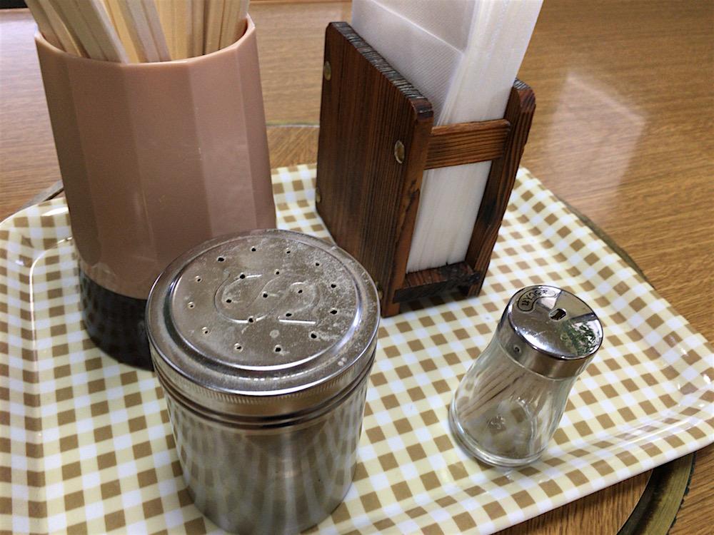 2016.8幸陽閣 灰皿のないテーブル