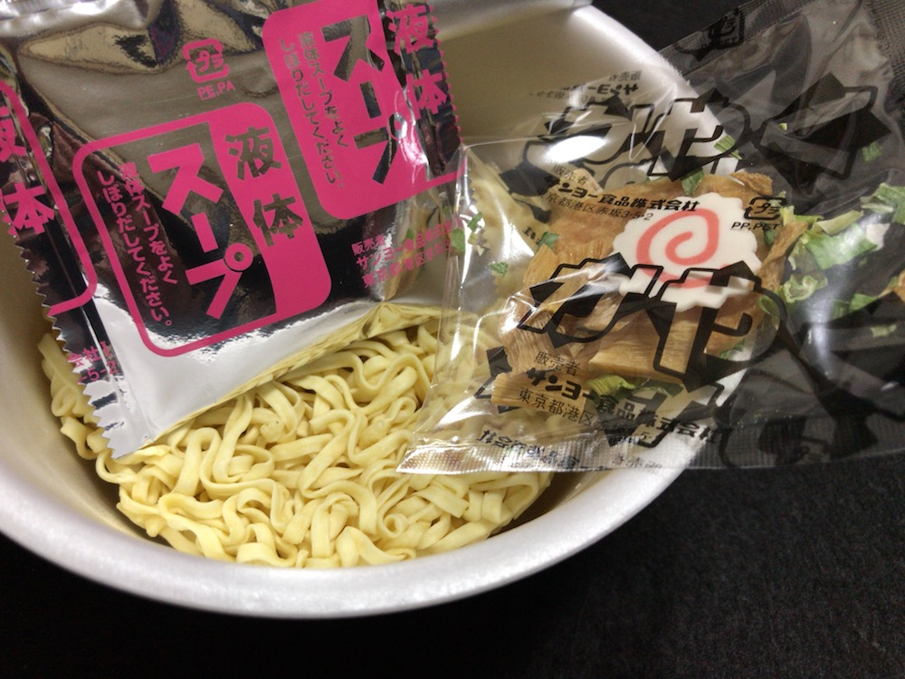 サッポロ一番 旅麺 会津・喜多方 醤油ラーメン 中身