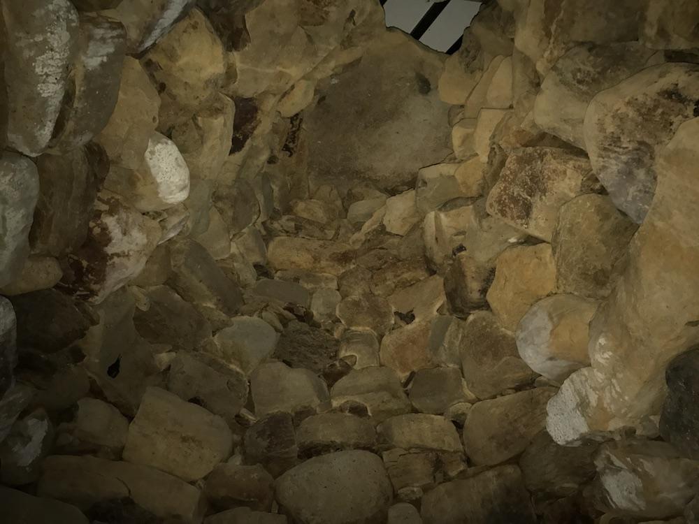 小島古墳 アーチ型石室