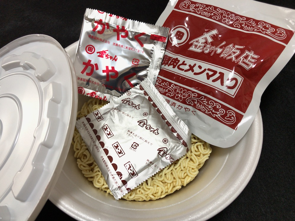 金ちゃん飯店 焼豚ラーメン 中身