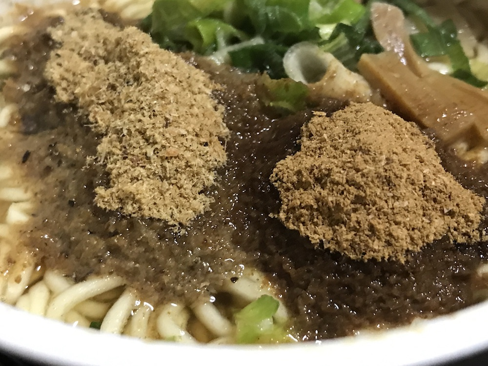 MEGAカツオ 荒ぶる中華そば 2種類のかつお粉