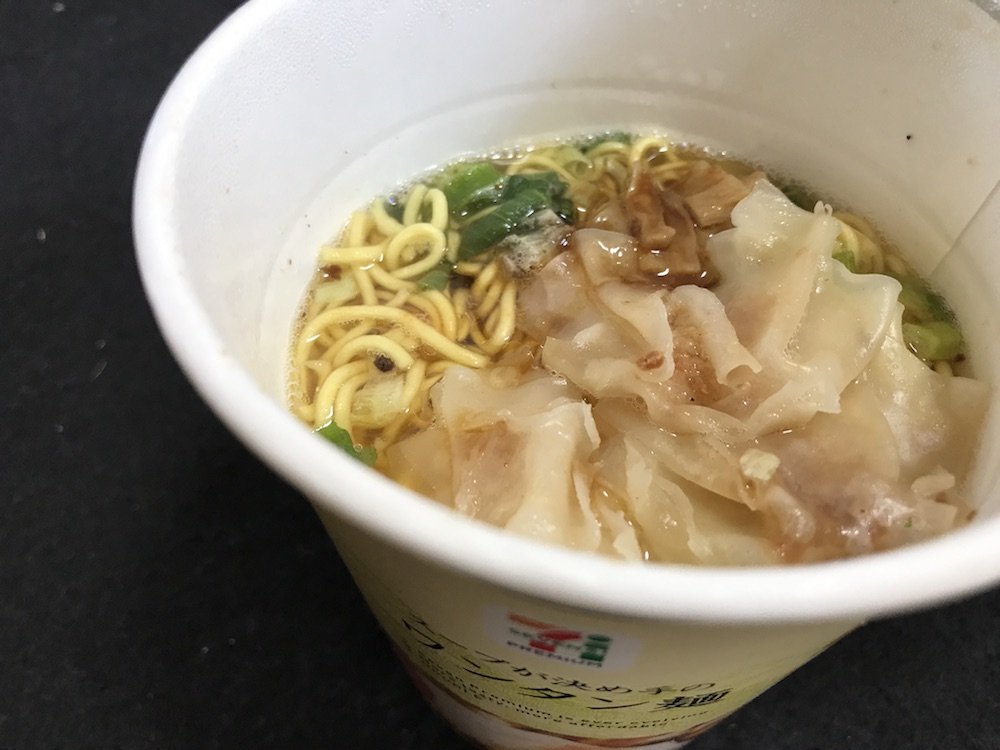 セブンプレミアム スープが決め手のワンタン麺 出来上がり