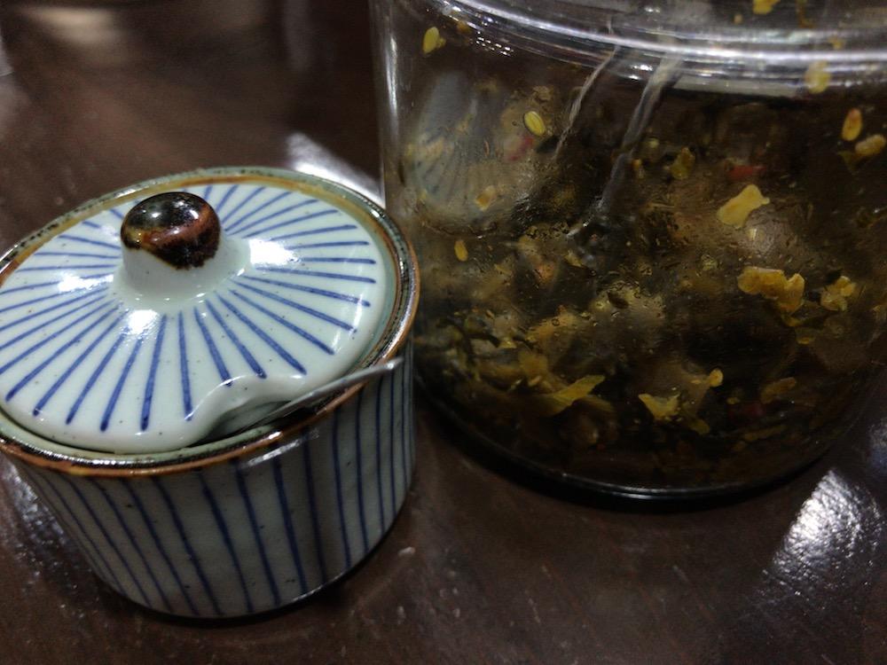 久留米ラーメン 金ちゃん 高菜とニンニク