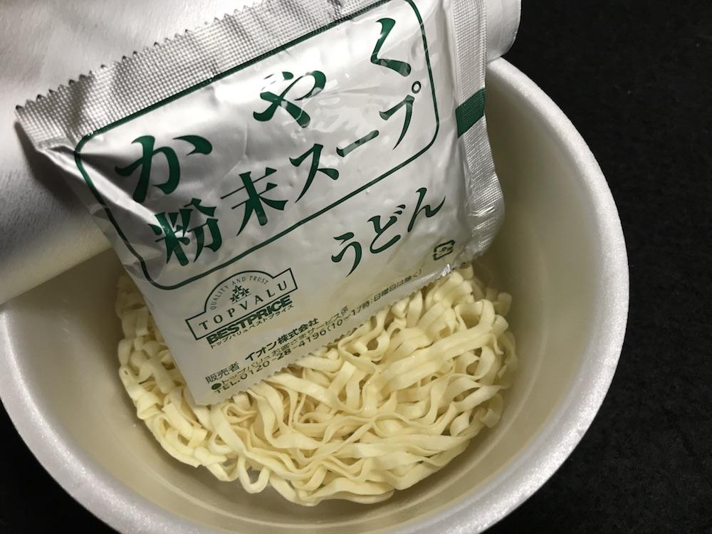 トップバリュ ノンフライ麺うどん 中身