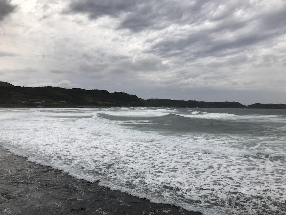 唐津 立神岩 波打つ海
