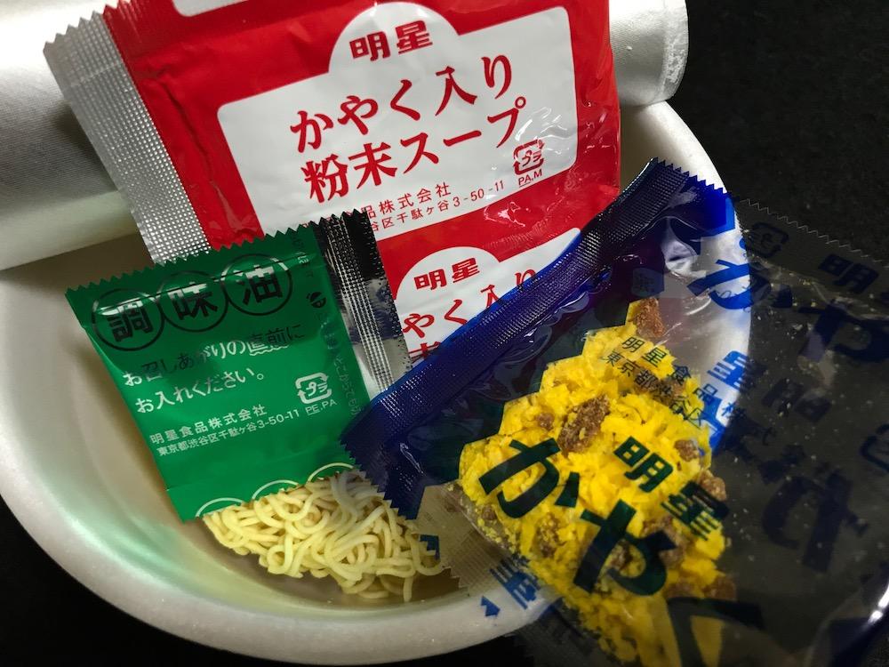 チャルメラどんぶり 宮崎辛麺 中身