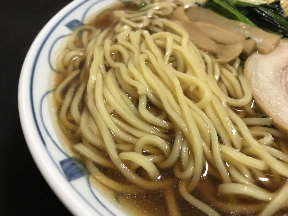 セブンイレブン具付き醤油ラーメン 麺