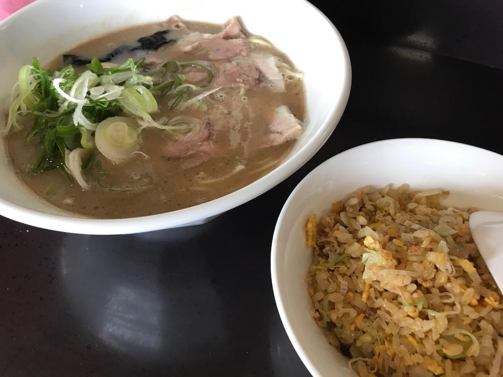 麺屋ぷいぷい ラーメンとハーフサイズ炊飯