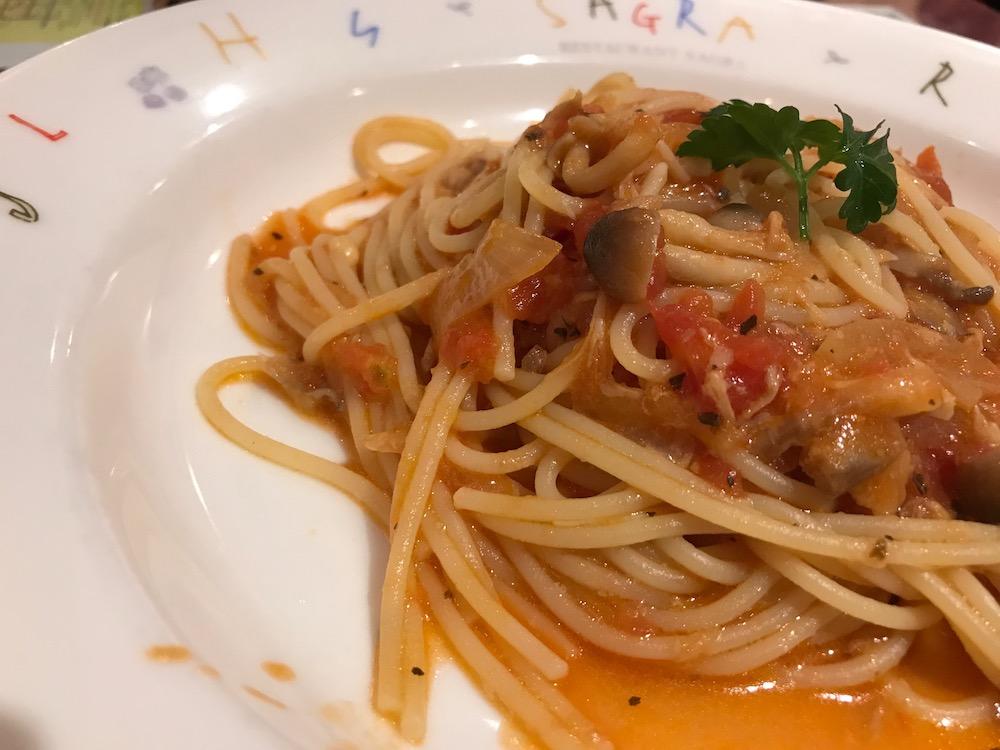 ベーカリーレストランサーグラ夢咲店 ディナーバイキング ツナときのこのトマトパスタ