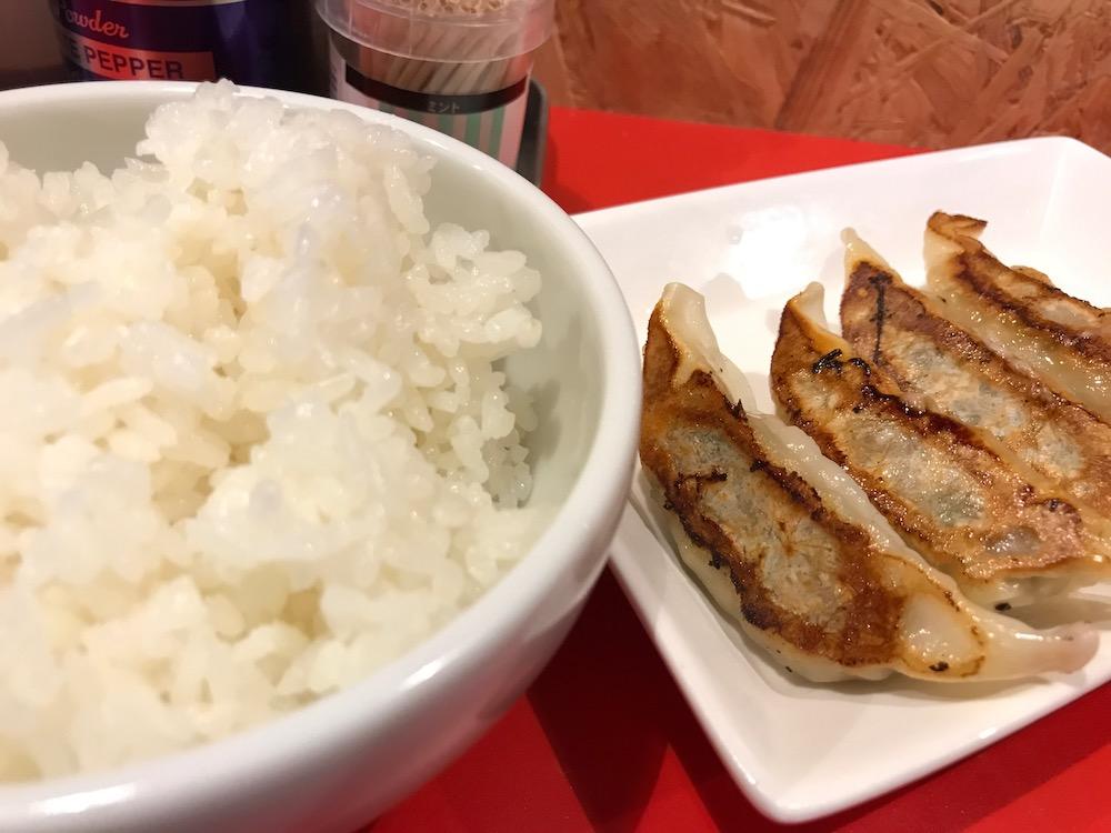 ひろちゃんラーメン 餃子+白ごはん