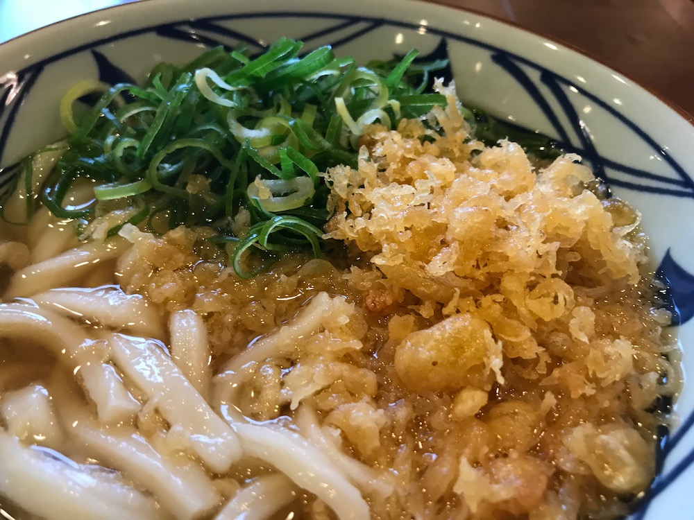 丸亀製麺 かけうどん 揚げ玉 ネギ