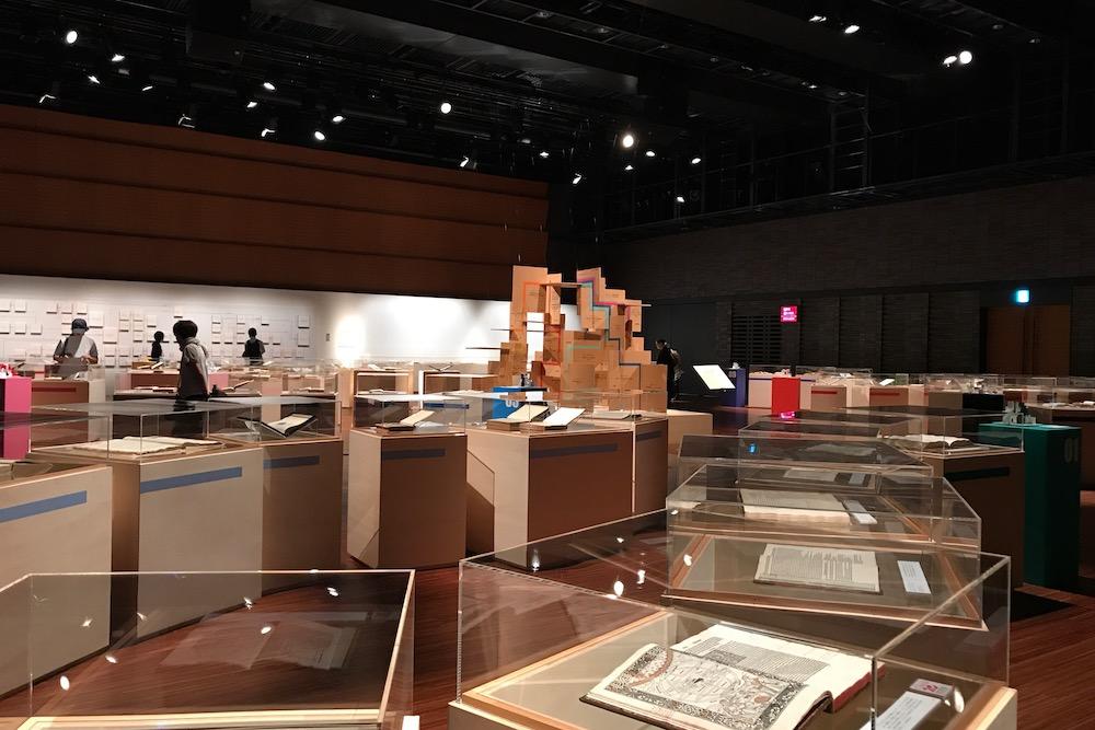 世界を変えた書物展 展示室内