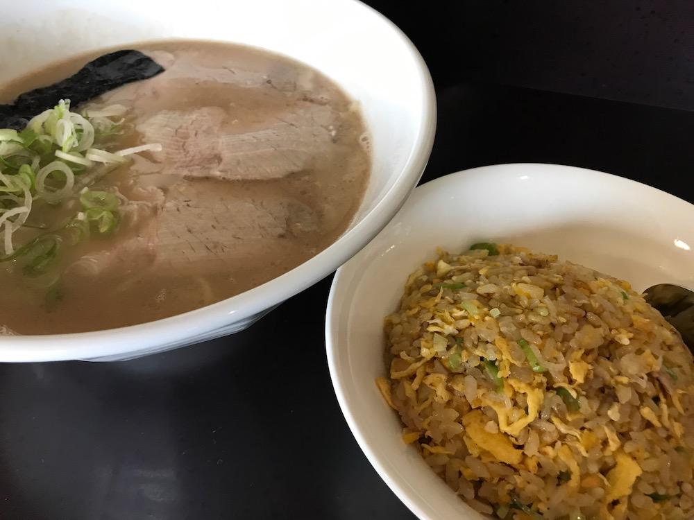 麺屋ぷいぷい ラーメン、半炊飯セット