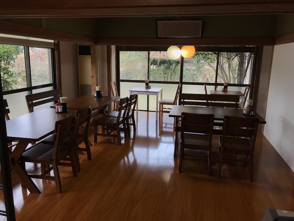 創作麺無庵 リニューアル店内 フローリング