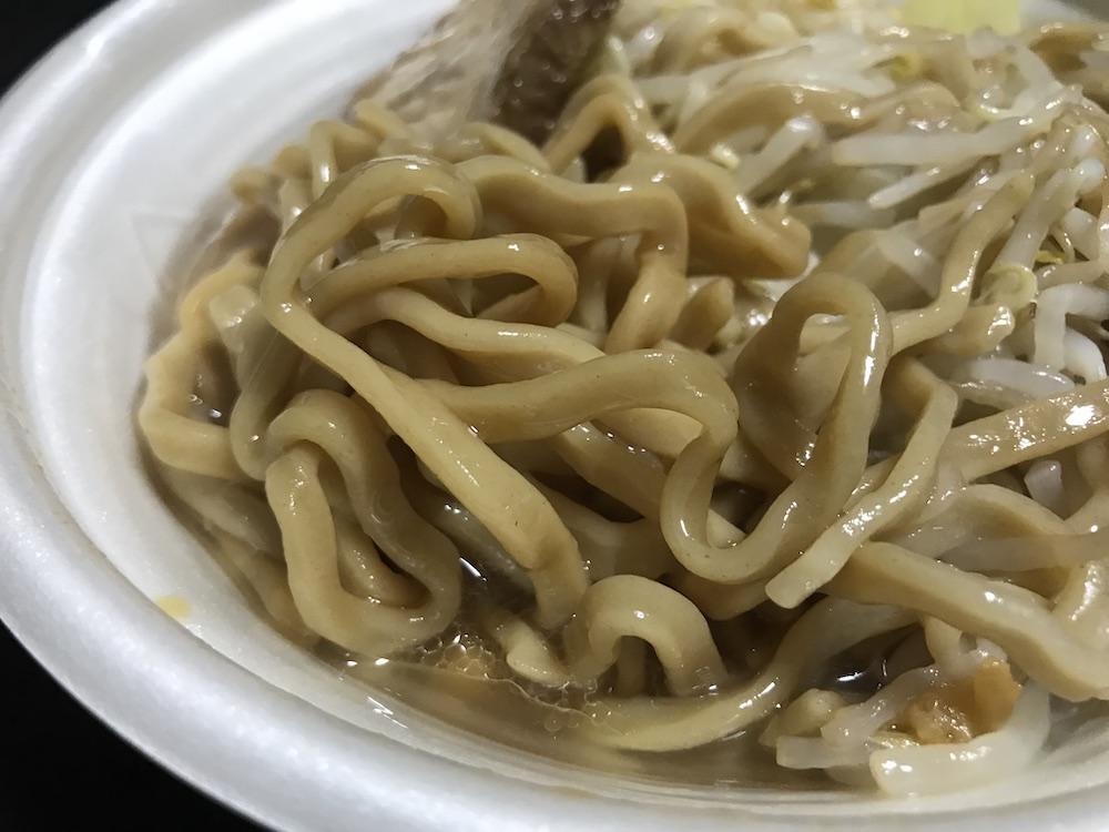 中華蕎麦とみ田監修ワシワシ食べる豚ラーメン 麺