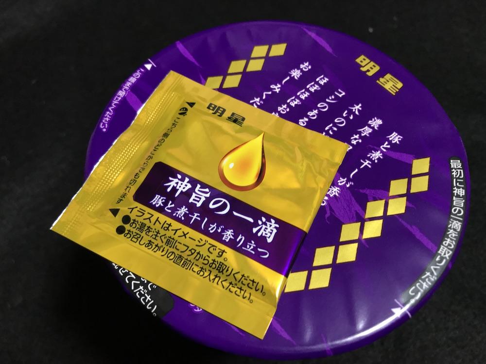 明星 麺神カップ 神太麺×旨 醤油 パッケージ