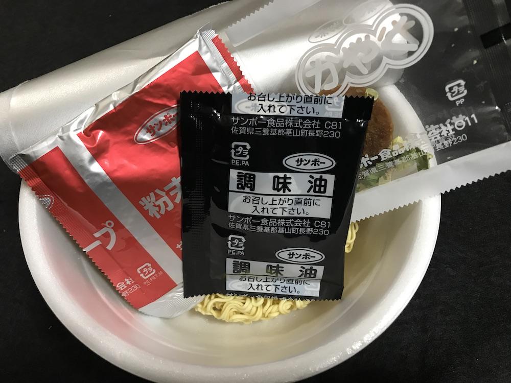 山ちゃんラーメンカップ 中身