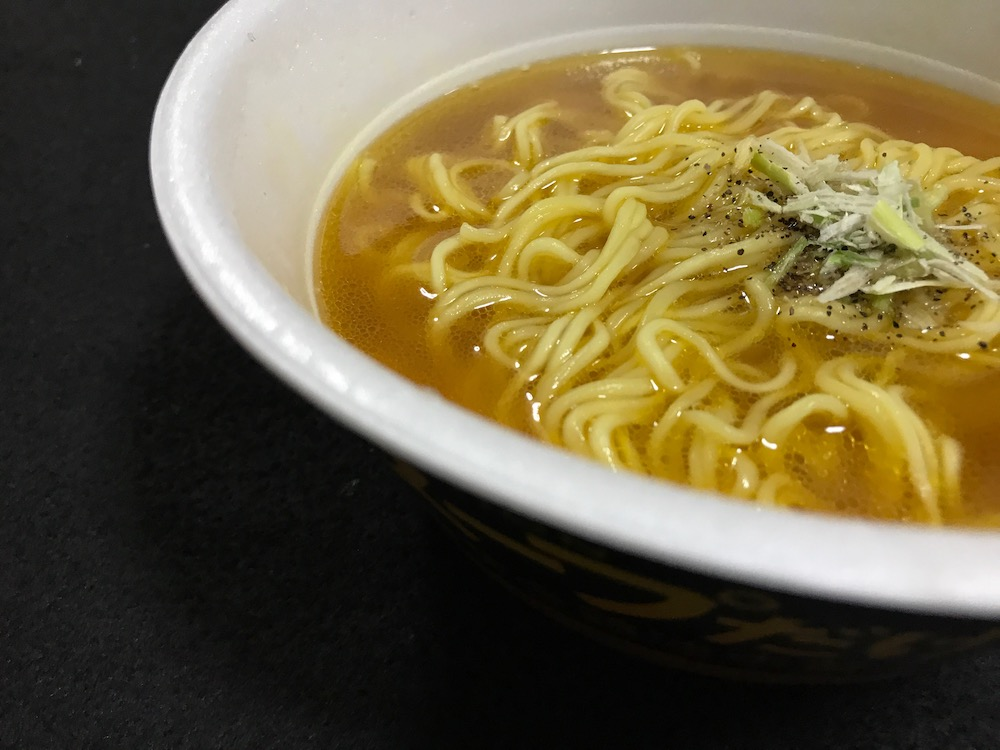 明星 麺とスープだけ 黄金鶏油中華そば 出来上がり