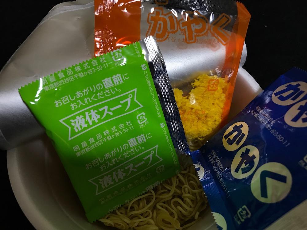 明星辛麺屋輪監修宮崎辛麺25辛 中身