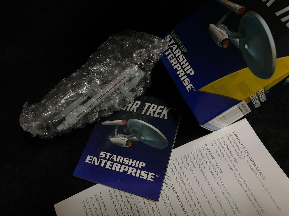 Star Trek: Light-Up Starship Enterprise 中身
