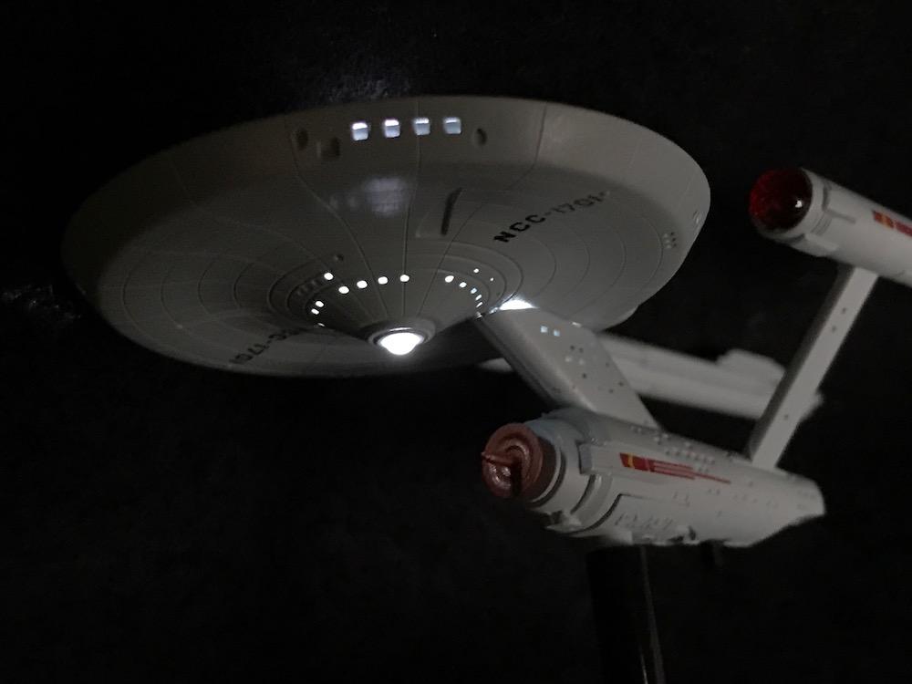 Star Trek: Light-Up Starship Enterprise light up