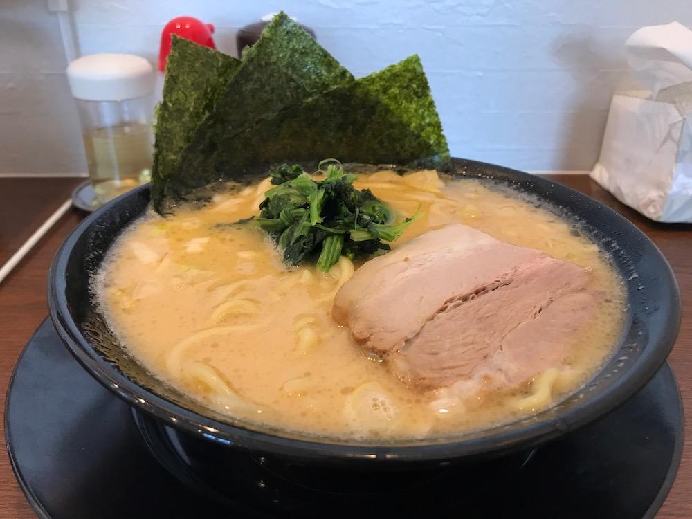 横浜家系ラーメン龍馬家 ラーメン 中太麺
