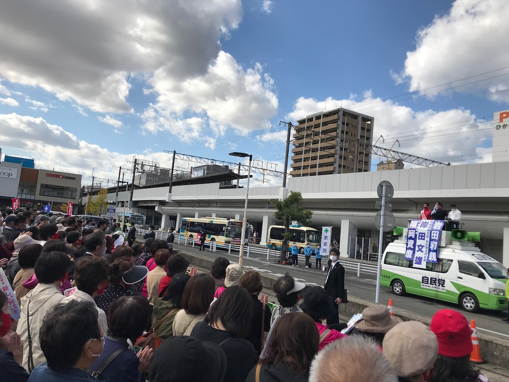岸田文雄総裁きたる コムボックス駐車場