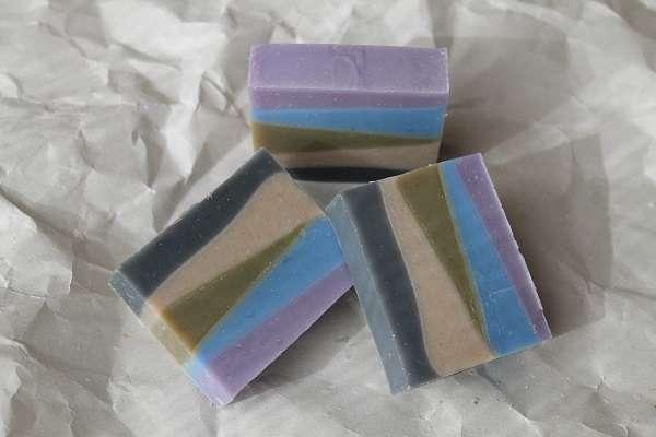 2016015色の斜めレイヤー石けん(Five Color Layer Soap)