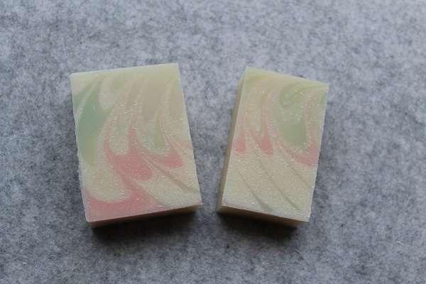201604ピンクとグリーンのスピンスワール石けん(Spin Swirl Soap)
