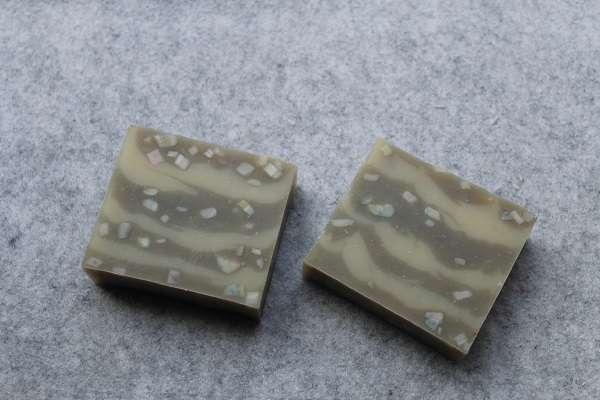 201605ガスール入りコンフェッティ7段石けん(Gasuru Clay in Confetti Layer Soap)
