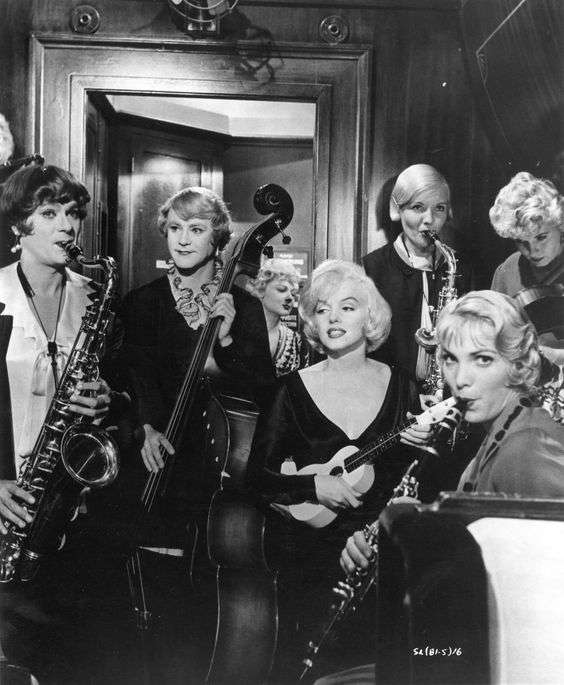 marilyn monroe some like it hot4:plain