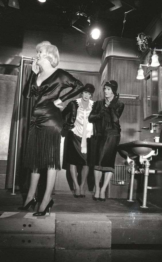 marilyn monroe some like it hot5:plain