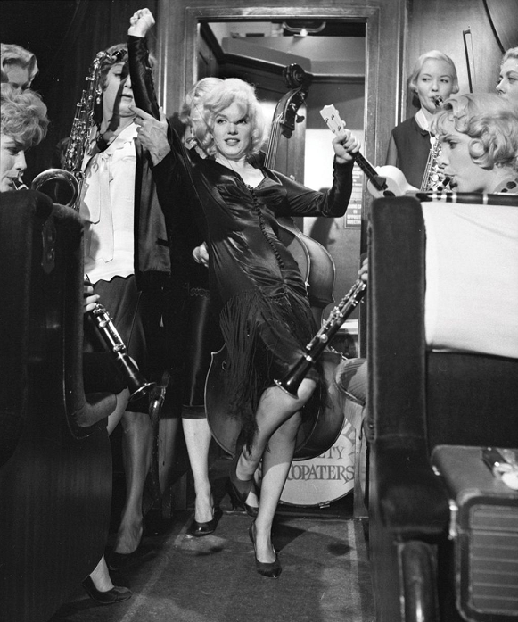 marilyn monroe some like it hot6:plain