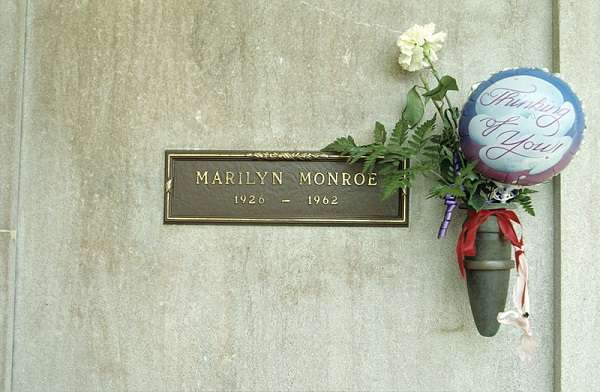 Monroe's crypt at the Westwood Memorial Park:plain